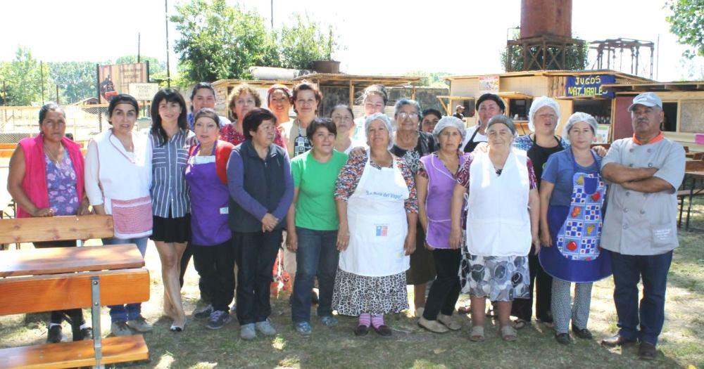 Mujeres capacitadas por Sence participan en ferias gastronómicas y muestras artesanales en Los Ríos