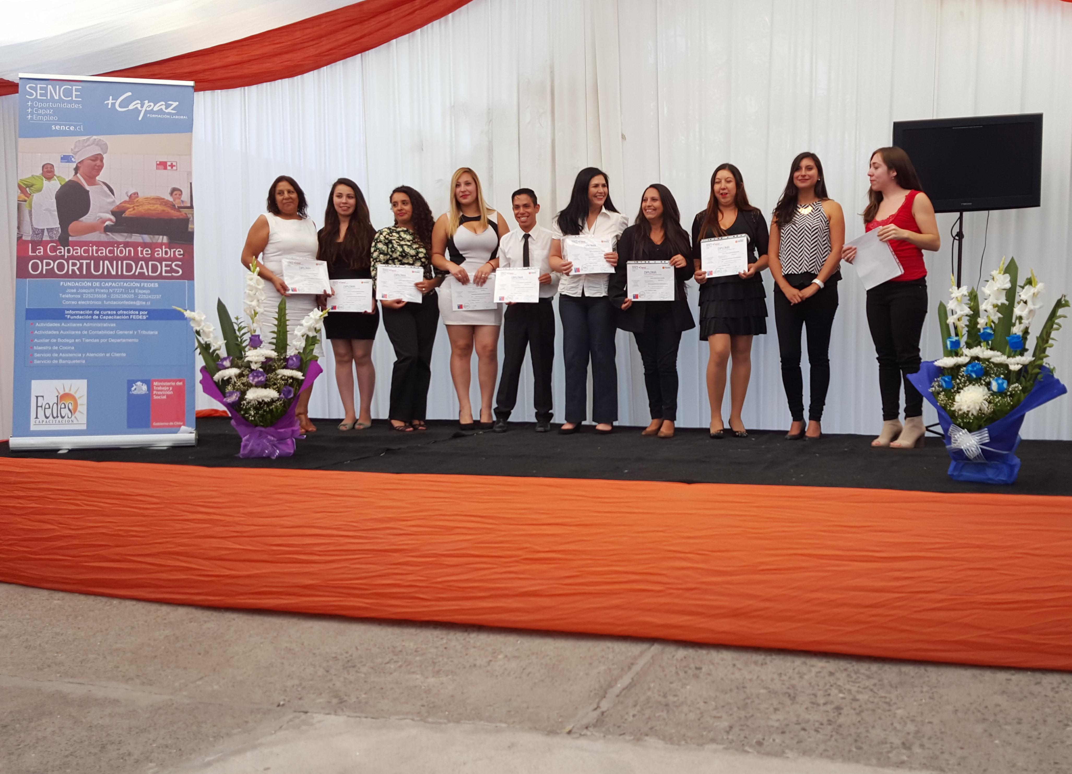 En la comuna de Lo Espejo se certificaron 11 cursos en distintos oficios que ofrece el Programa del Servicio Nacional de Capacitación y Empleo, Sence.