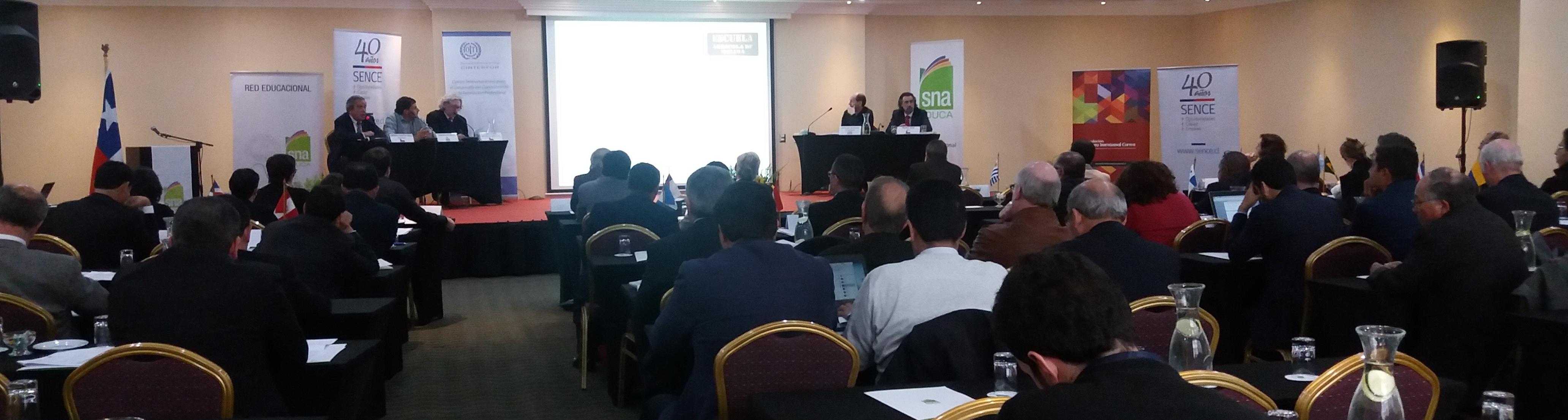 El director nacional compartió testera con expositores de Colombia, Ministerio de Agricultura  y SNA Educa de Chile.